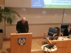 Kaupunginjohtaja Kukkonen puhui kuin Kekkonen puolustaen kaupunginhallituksen esitystä.