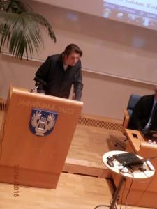 Järvenpää Plus edusti järjen ääntä Mika Gilaninkin suulla.